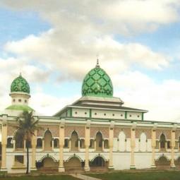 masjid al markaz al ma'arif depan