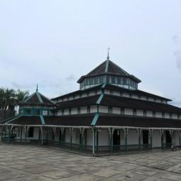 masjid jami hasanuddin