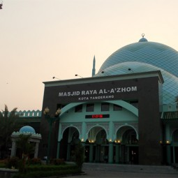 masjid raya al a'zhom depan