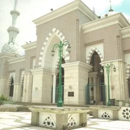 masjid raya makassar depan